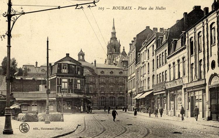 A gauche, le début de la rue Jeanne d'arc CP Médiathèque de Roubaix