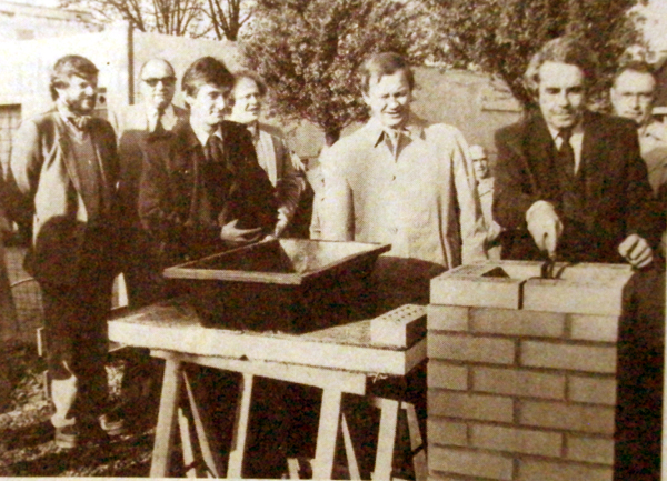La première pierre en 1980 Photo NE