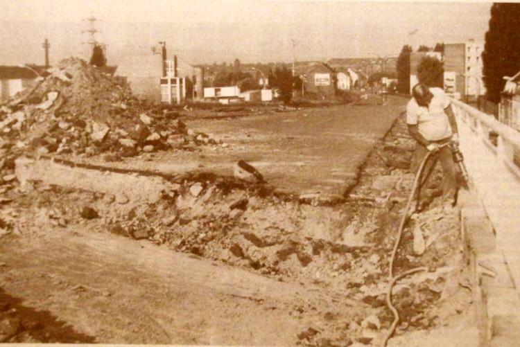 Marteaux piqueurs en action septembre 89 Photo NE