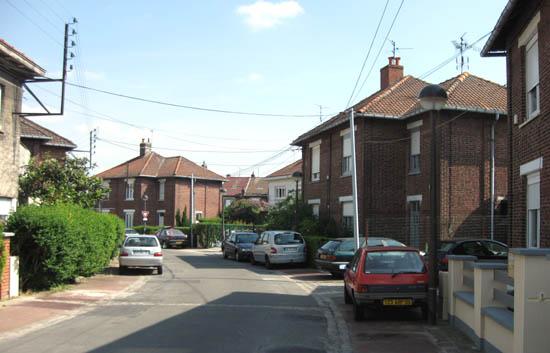 La rue L. Loucheur, constituée uniquement de maisons doubles – photo Jpm