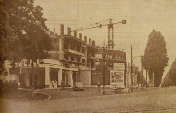 Construction de l'immeuble et de la station service Photo NE