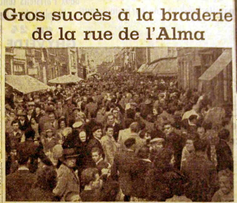 Braderie rue de l'Alma en 1950 Photo NE