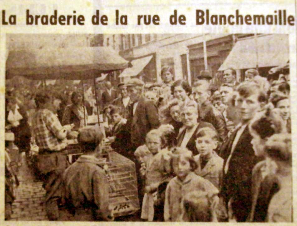 Braderie rue Blanchemaille en 1950 Photo NE