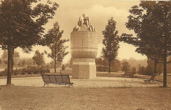 Le vase de Sèvres du Beau Jardin CP Méd Rx