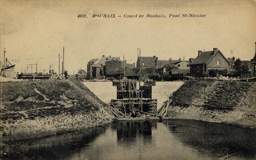 Le pont sans doute photographié  lors de sa reconstruction – document médiathèque de Roubaix