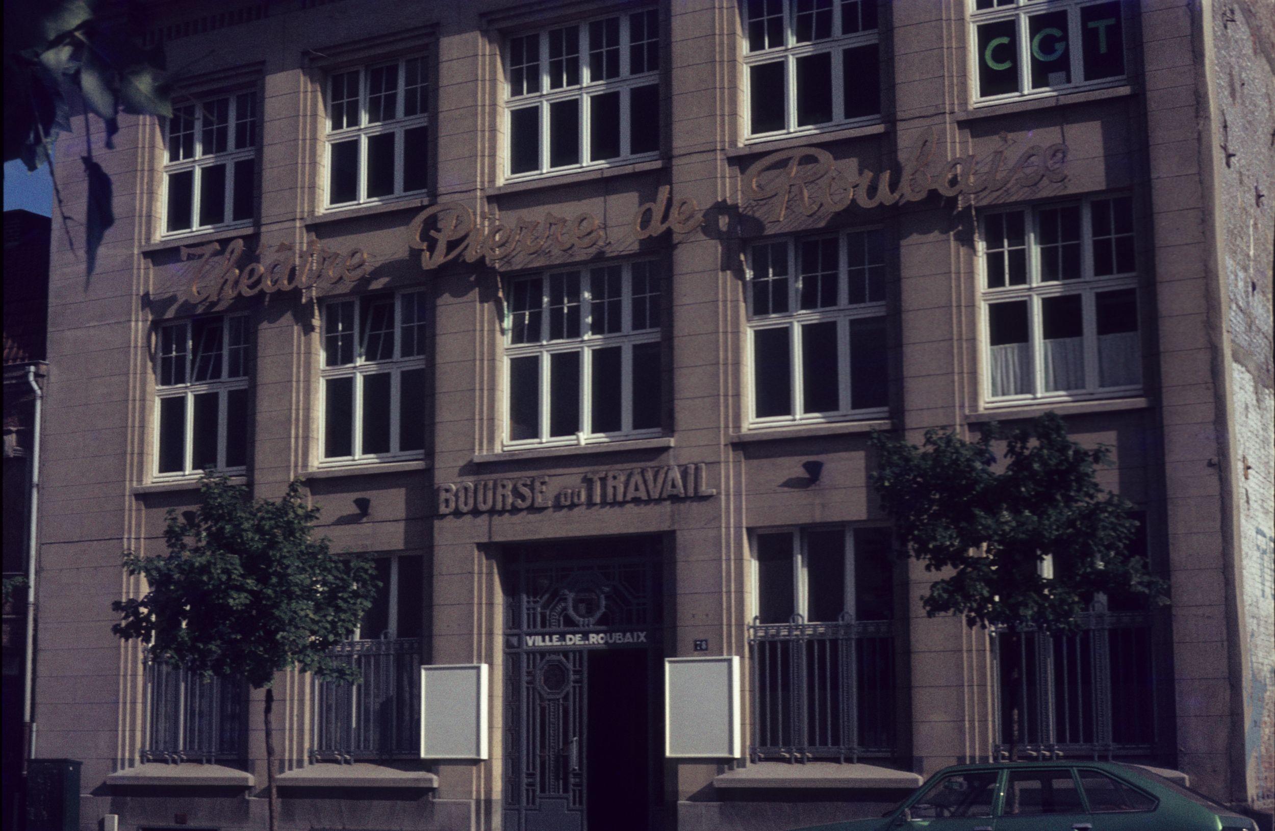 Le théâtre Pierre de Roubaix avec son entrée d'autrefois Photo Méd Rx