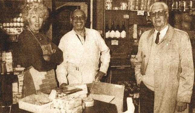Roger et Christiane Claebots et leur beau père Photo NE