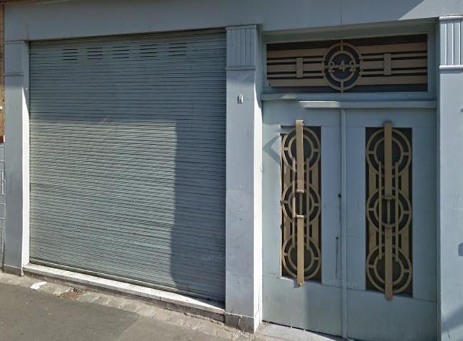 La belle porte du n°242 Photo Google