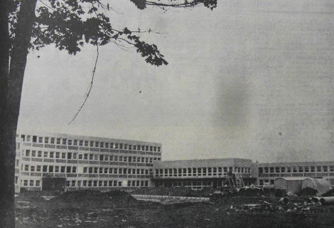 Le collège en construction. Photo la Voix du Nord 1972